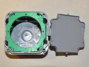 SBD Adapterplatte zur Befestigung von europäischen Tastern in Schweizer Unterputz-Dosen